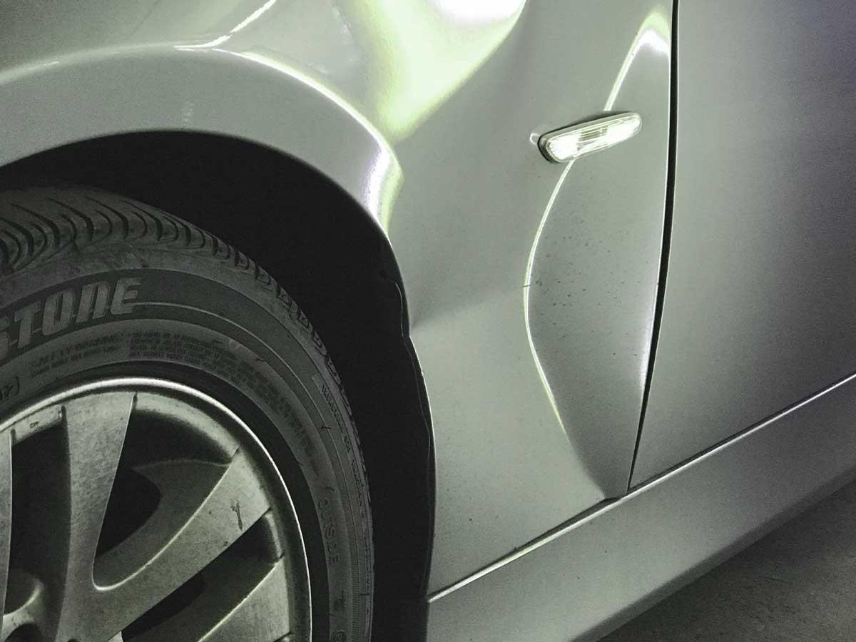 Delle in Fahrzeugseite-Beulendoktor und Dellentechniker in Deckenpfronn und Umgebung-RW Dellentechnik